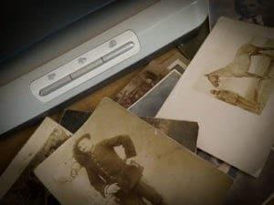 RWB Fotorestauro digitale, la fase della scansione delle vecchie fotografie rovinate da restaurare